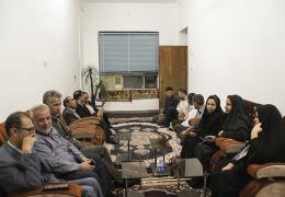 دیدار شهردار و اعضای شورای شهر لار با خانواده شهداء